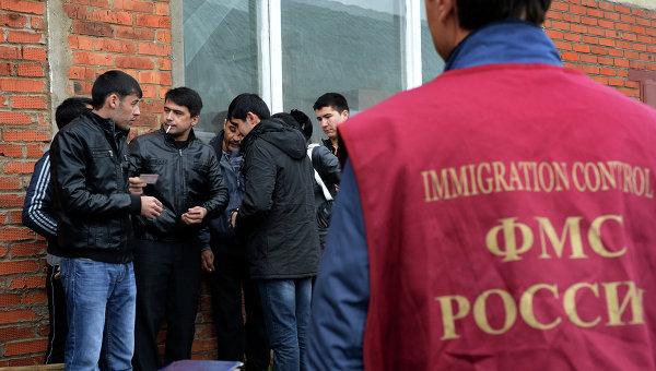 В Москве у посольства Таджикистана гигантские очереди желающих уехать домой
