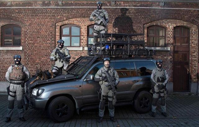 Когда полиция применяет оружия в разных странах мира