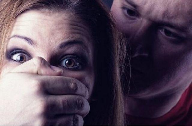 Мужчина, услышав крик о помощи, изнасиловал ограбленную девушку