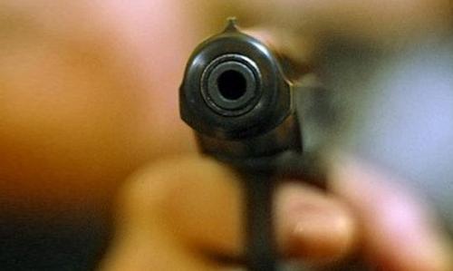 Мошенник открыл стрельбу на авторынке. Есть раненые