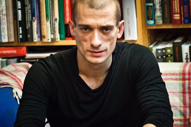 Павленский получил политическое убежище во Франции