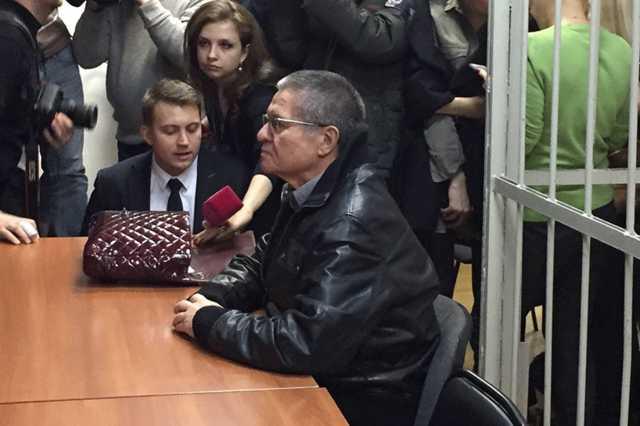 «Год назад не было, сейчас есть». Улюкаев пришел в суд в куртке