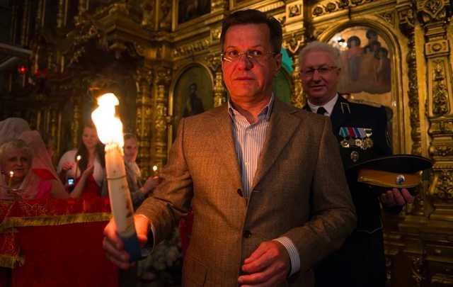Астраханский губернатор Александр Жилкин, который «зажилил» миллиард, старается «согреть всех теплом»