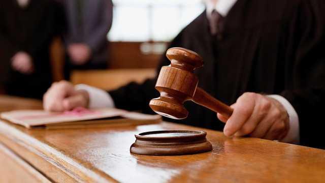 Судья оштрафовал чиновника за взятку на 2,5 млн рублей и ушел в отставку на следующий день