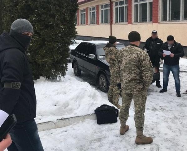 Командир воинской части обложил данью нелегальный бизнес