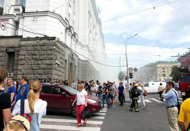 В Харькове зама Кернеса засунули в мусорку