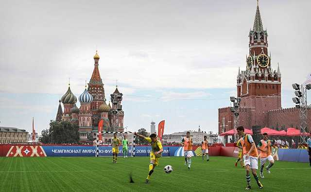 FIFA получила сладкие вершки, а Россия — горькие корешки