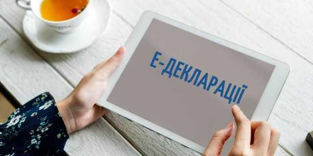 Топ-аппаратчик Верховной рады Эдуард Денисов чтит Лексусы и биткоины