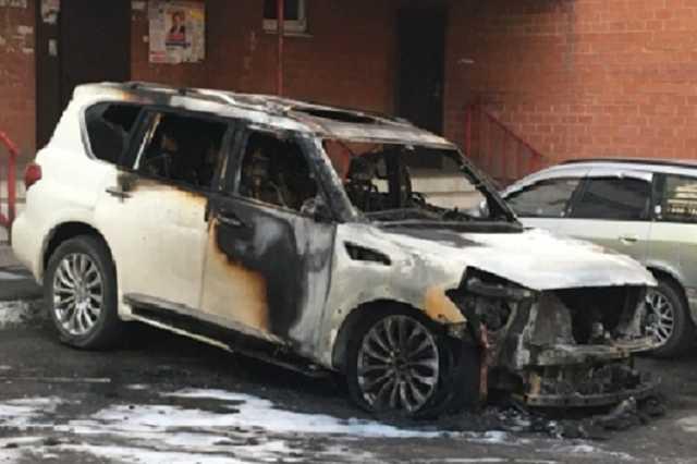 Неизвестные сожгли Infinity мэра города в Иркутской области