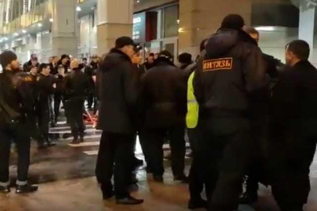 В Москве между посетителями и охранниками ТЦ «Европейский» произошла массовая драка