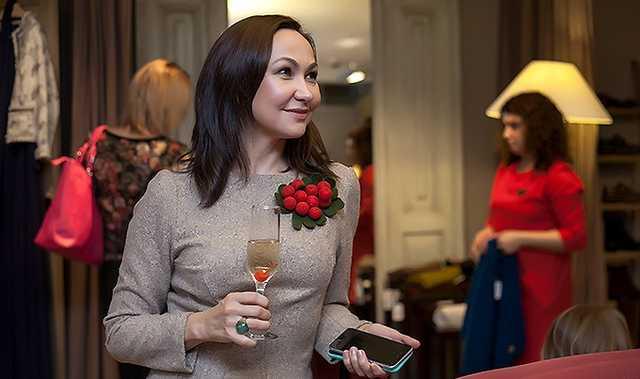 Где и с кем живёт жена Евгения Куйвашева, Наталья, владелица винного бутика в Тюмени, и кто из них имеет нетрадиционную ориентацию?