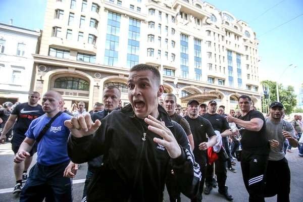 Собянинцы за счет бюджета оплатят работу «титушек»?