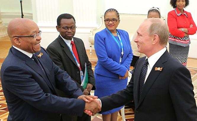 Джейкоб Зума (слева) и Владимир Путин