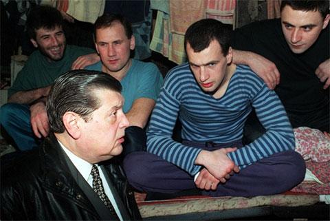 1997 год — уже бизнесмен Чурбанов привез гуманитарный груз в Бутырскую тюрьму