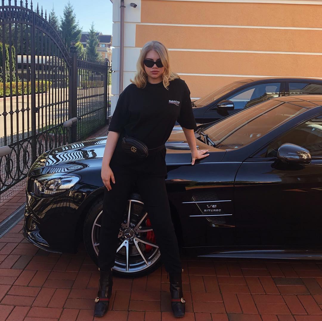 Константин Струков показал россиянам средний палец дочери-мажорки